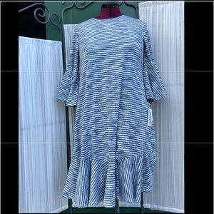 Super flattering bell sleeve dress- Medium